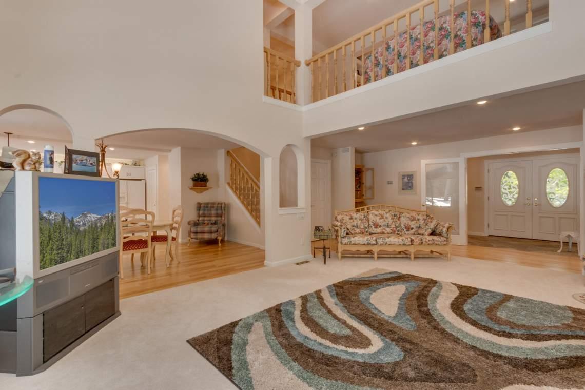 15244_Swiss_Ln_Truckee_CA-large-002-9-Living_Room-1500x1000-72dpi