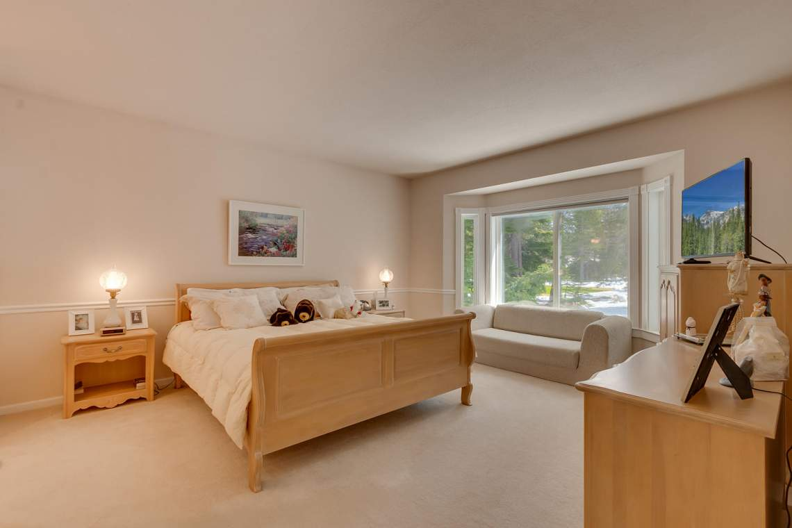 15244_Swiss_Ln_Truckee_CA-large-010-8-Master_Bedroom_Ensuite-1500x1000-72dpi