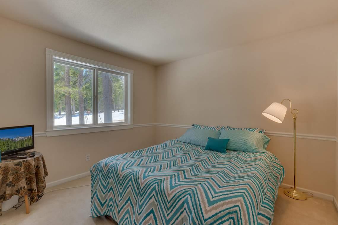 15244_Swiss_Ln_Truckee_CA-large-015-12-Bedroom-1500x1000-72dpi