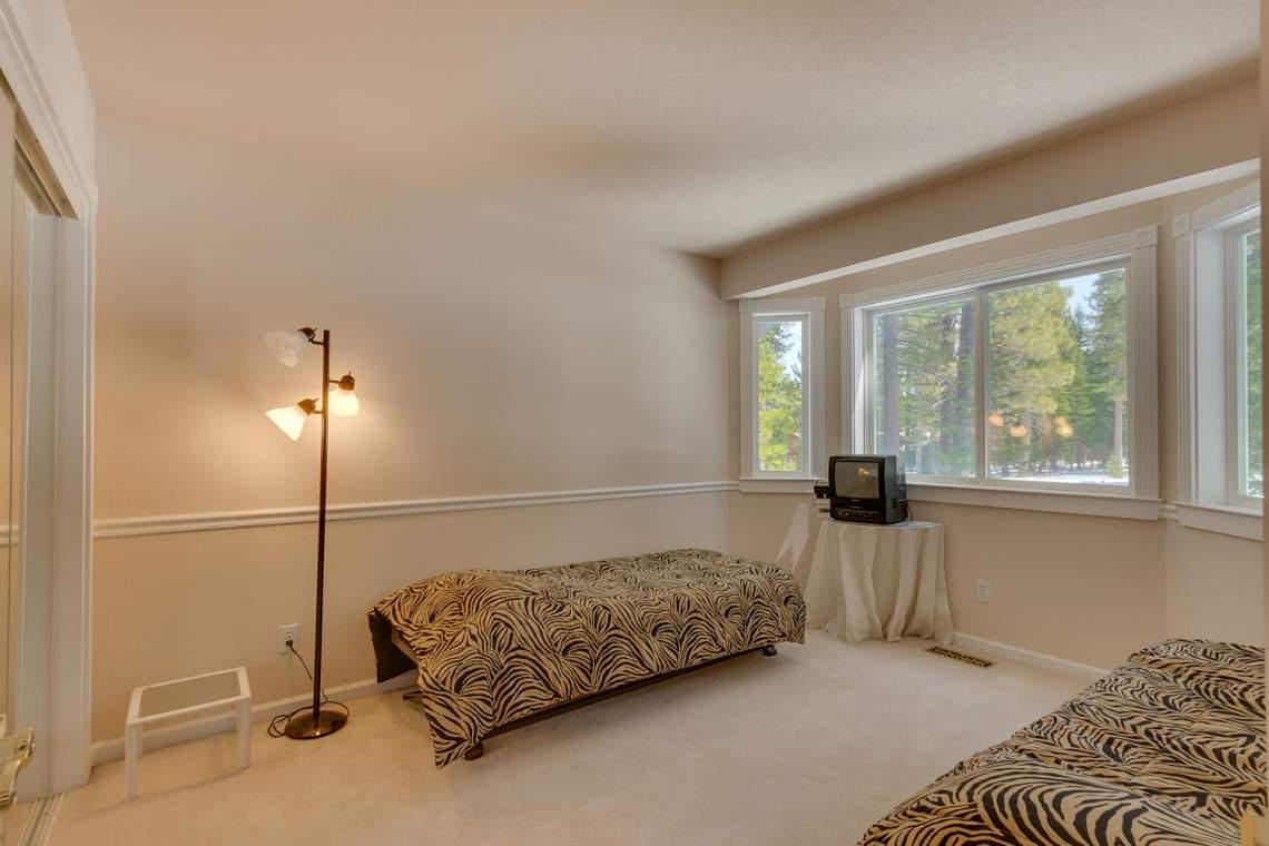15244_Swiss_Ln_Truckee_CA-large-016-4-Bedroom-1500x1000-72dpi